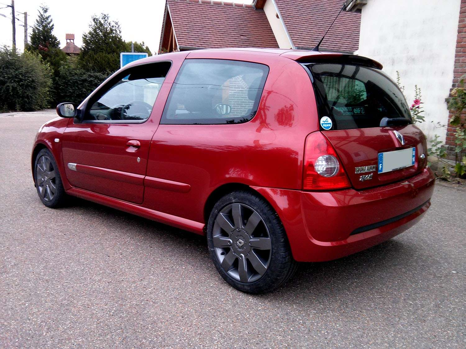 14 c2rs2 rdf lolo l 39 normand page 13 clio rs concept for Clio 4 interieur rouge