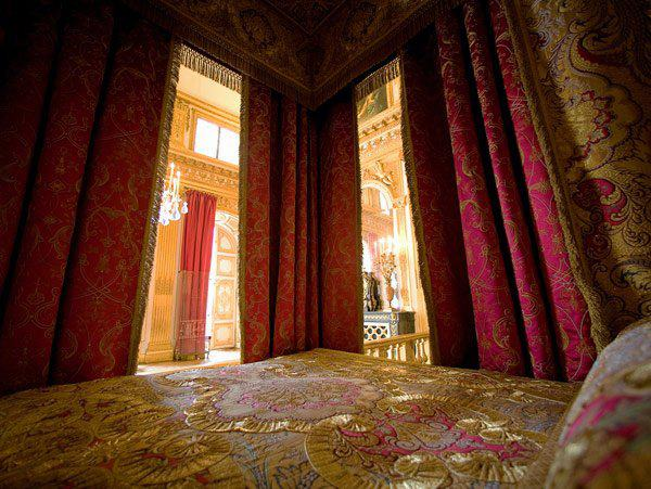 La chambre officielle du roi for Chambre louis xvi versailles