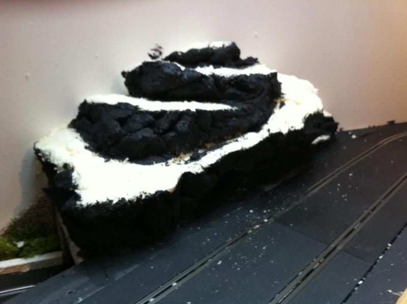 faire une petite montagne en mousse expansive franceslotforum. Black Bedroom Furniture Sets. Home Design Ideas
