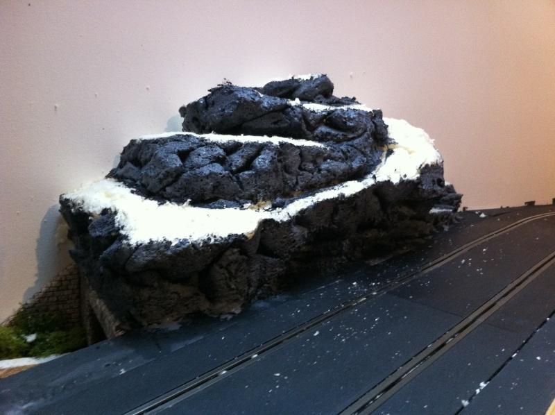 gentlemen drivers faire une petite montagne en mousse expansive. Black Bedroom Furniture Sets. Home Design Ideas