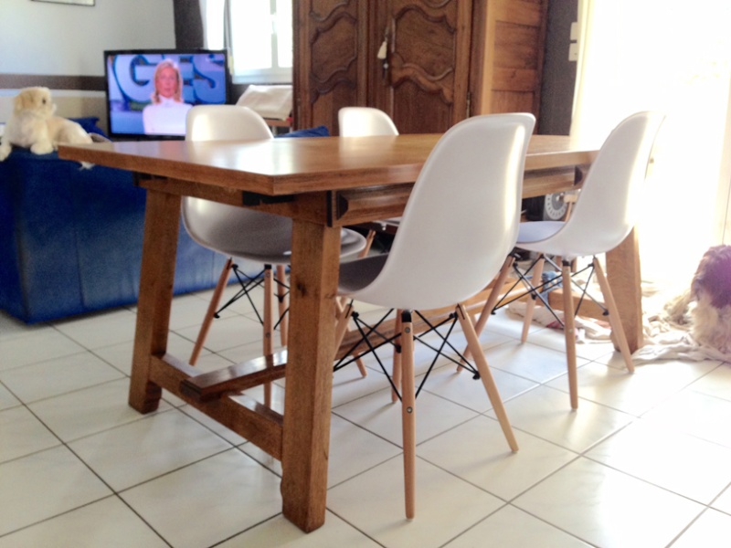 Eames by noz for Table ronde chez but