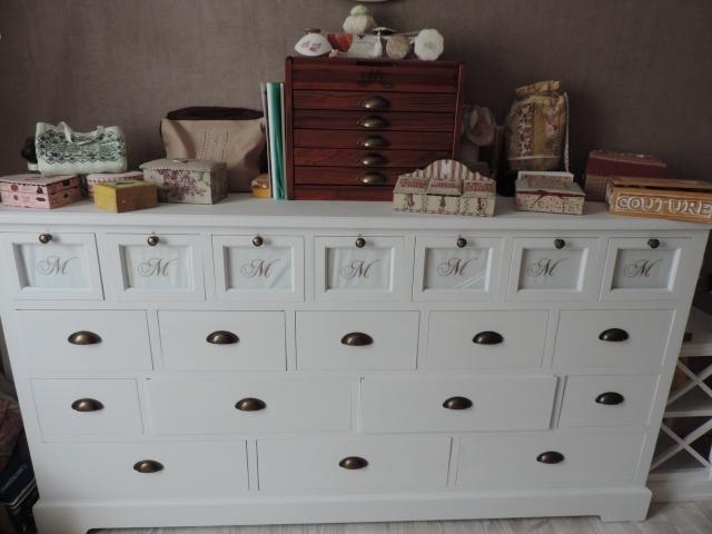 Les mardis pik kou le bloguamimi for Petit meuble plein de tiroirs