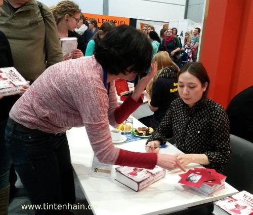 Jenny-Mai signiert