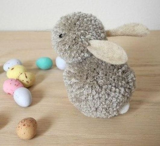 un petit lapin sur le chemin rencontre un autre petit lapin