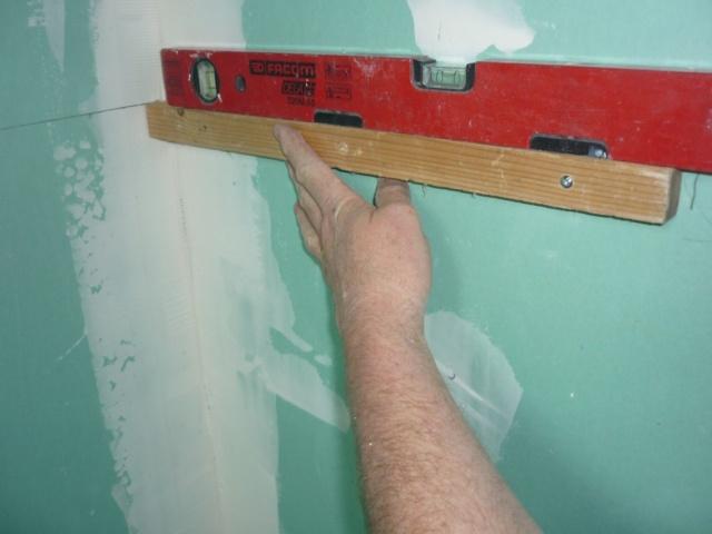 douche italienne sur plancher bois, ligne de niveau de l'embase kit  retigripp  du mitigeur