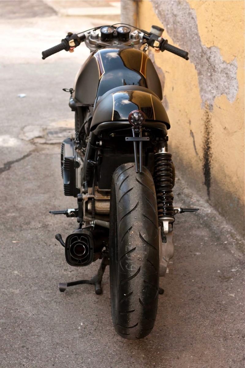 C 39 Est Ici Qu 39 On Met Les Bien Molles Bmw Caf Racer