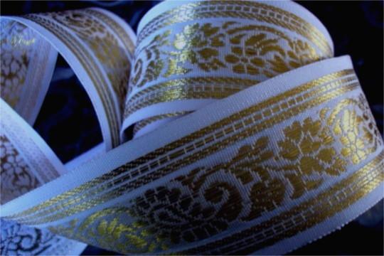 Phenomene de la robe blanche et doree