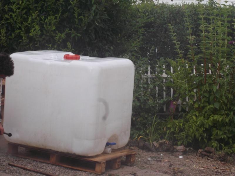 bassin dans cuve de r cup ration d 39 eau 1000l ambiance zen. Black Bedroom Furniture Sets. Home Design Ideas