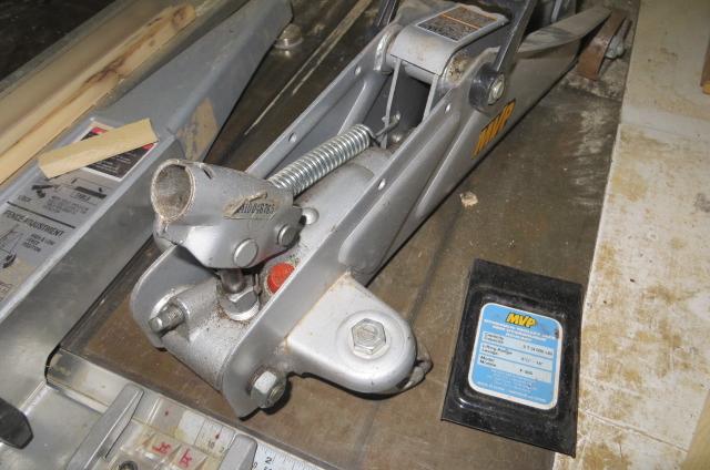 Cric hydraulique defectueux - Table qui se leve ...