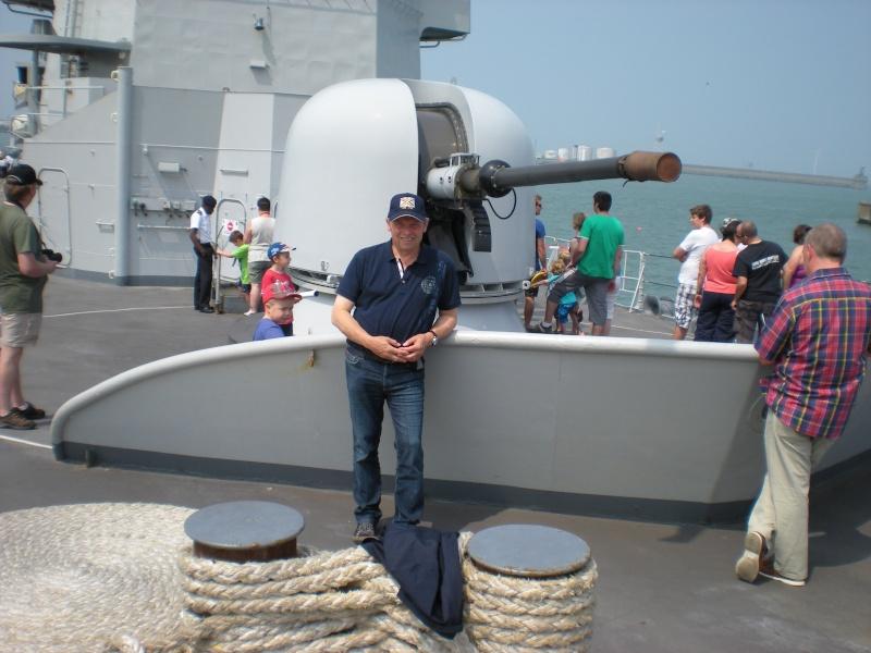navy_d10.jpg