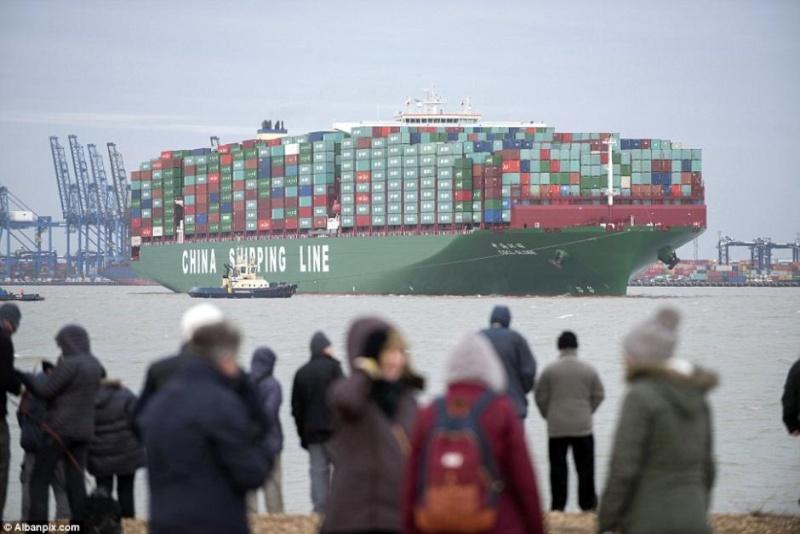 Le plus gros porte container du monde arrive en gb - Le plus gros porte container du monde ...