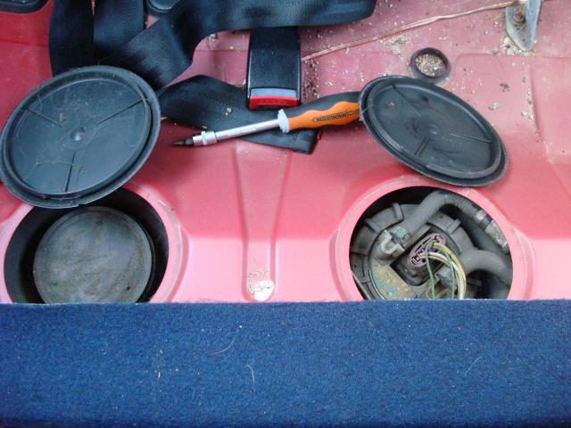 Tuto peugeot 106 changement pompe essence lectrique for Comment nettoyer un puit