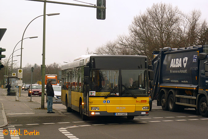 [Berlin, Germany] 柏林巴士 Berlin buses (with many pictures  -> Vintage Möbel Urbanstr