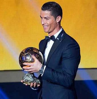 كرستيانو رونالدو يتوج بالكرة الذهبية لعـــــام 2014