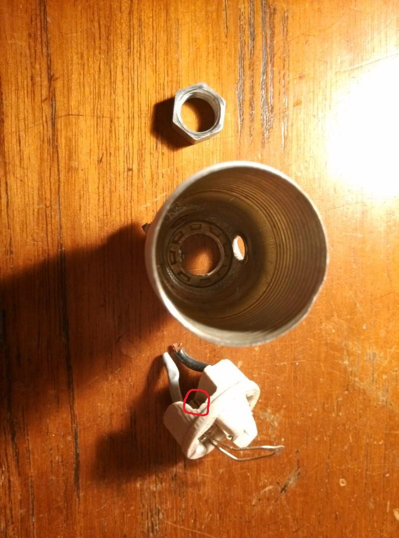 Changer la douille sur une lampe kaiser for Changer une douille de lampe