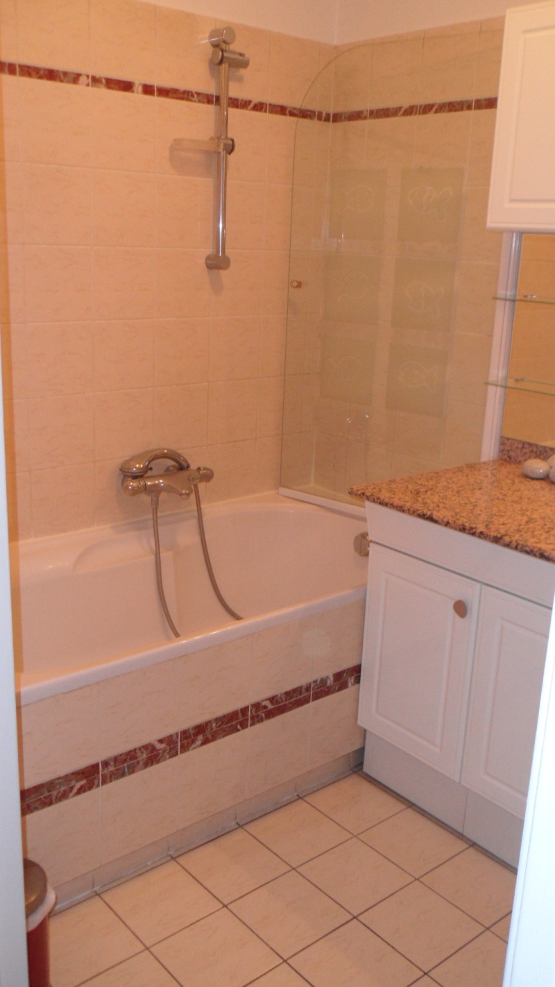 petite salle de bain beige id es de design d 39 int rieur et de meubles. Black Bedroom Furniture Sets. Home Design Ideas