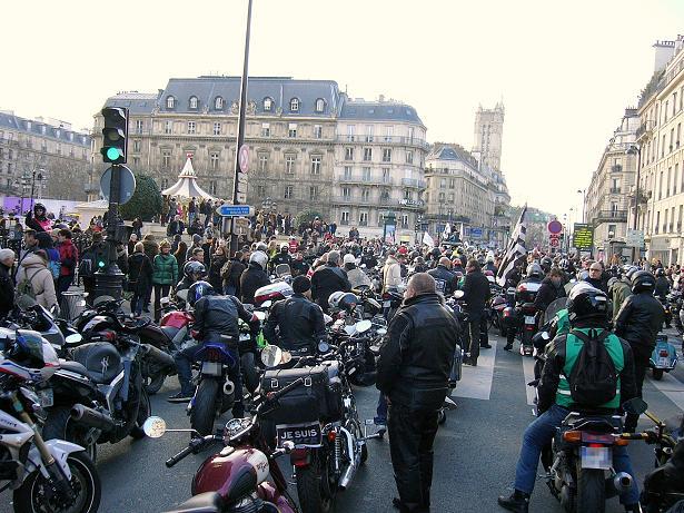 interdiction de circulation des motos ag es dans paris. Black Bedroom Furniture Sets. Home Design Ideas