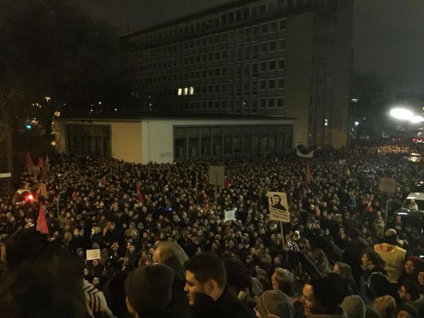 Plusieurs dizaines de milliers de manifestants antifascistes à Cologne (20 000 à 50 000 )