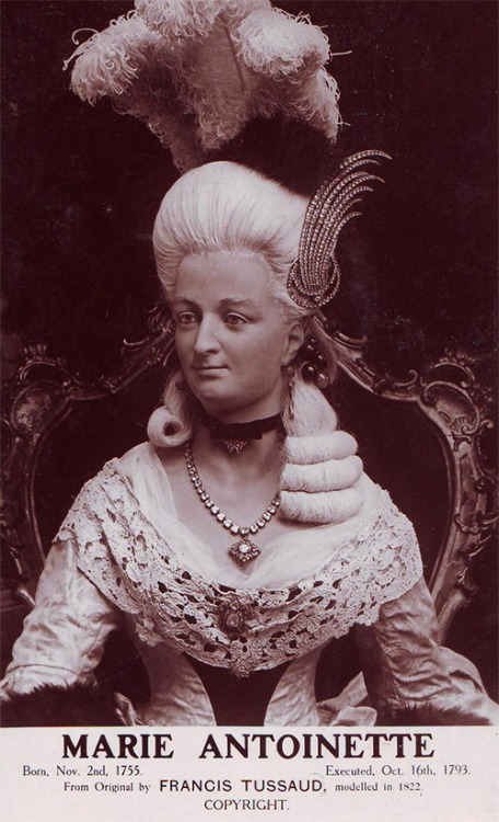 Bien-aimé Marie Antoinette par Madame Tussaud - Page 6 KQ02
